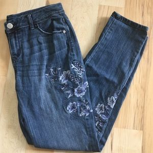 Simply Vera Floral Embroidered Skinny Mid Rise